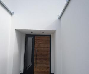 Eingangstüre mit Glas- und Holzeinsatz