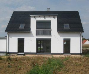 """Einfamilienhaus Kunststofffenster Rolll""""den und Raffstore-Blende1"""