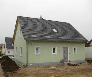 """Einfamilienhaus mit Kunststofffenster Aluminiumhaust�re und Rolll""""den"""