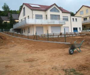 """Einfamilienhaus mit Kunststofffenster und Rolll""""den"""