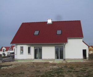 Einfamilienhaus mit Kunststofffenster und Rollladen